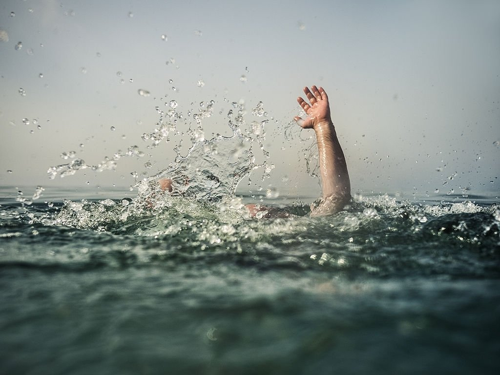 Drowning in the Sea