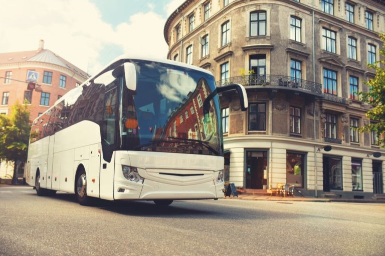 Buses – Dream Meaning and Symbolism 1