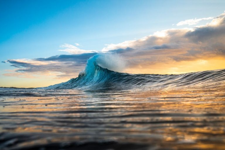 Wave – Dream Meaning and Symbolism 1
