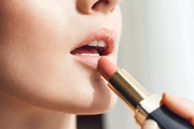 Lipstick – Dream Meaning and Symbolism 1