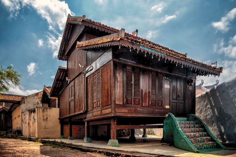 Old House – Dream Meaning and Symbolism 1