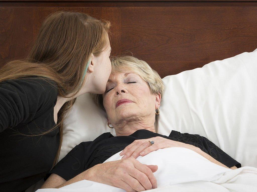Abuela fallecida - Significado Y Simbolismo De Los Sueños 4