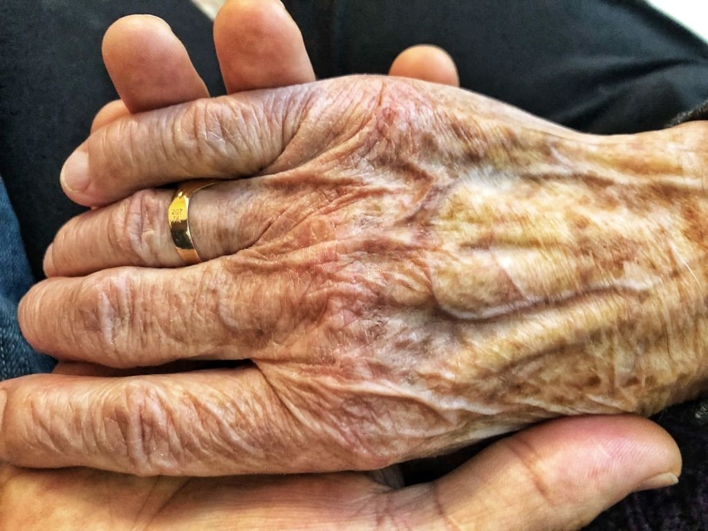 Abuela fallecida - Significado Y Simbolismo De Los Sueños 3